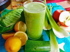 Kibby Miller's Key Lime Pie Green Juice - Looking for delicious broccoli juice recipes? This key lime green juice from Kibby Miller is one of the tastiest broccoli juices I have ever tasted. Healthy Blender Recipes, Healthy Juices, Healthy Smoothies, Raw Food Recipes, Healthy Drinks, Smoothie Recipes, Green Smoothies, Vitamix Recipes, Making Smoothies