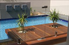 For our convenience when swimming in a personal pool, we need to include a fence. This can prevent unfamiliar people and also wild animals from getting in. Right here is a motivation for wooden pool fence ideas. Glass Pool Fencing, Glass Fence, Concrete Fence, Bamboo Fence, Pool Fence, Backyard Fences, Cedar Fence, Garden Fence Panels, Lattice Fence
