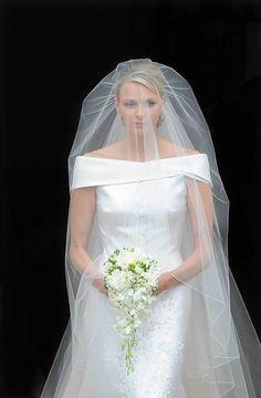 Un abito  da «primo piano», come disse la costumista di Hollywood che lo realizzò. Così il sì di Grace nel 1956 fece il giro del mondo in tv. E segnò la moda di 60 anni di matrimoni reali, e non Royal Wedding Gowns, Royal Weddings, Dream Wedding Dresses, Bridal Dresses, Bridesmaid Dresses, Vip Dress, Satin Duchesse, Princesa Charlene, Wedding Channel