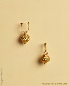 Mala k dane ka earing Gold Jhumka Earrings, Indian Jewelry Earrings, Jewelry Design Earrings, Gold Earrings Designs, Gold Jewellery Design, Gold Earrings For Kids, Small Earrings, Kids Earrings, Gold Wedding Jewelry