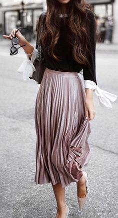 pleated midi skirt. fall street style.