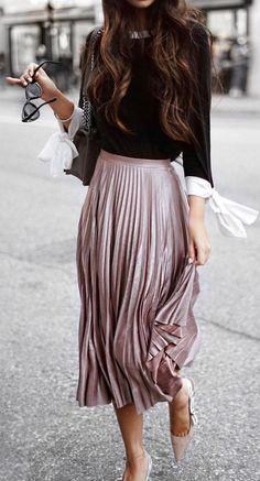 pleated midi skirt. fall street style.
