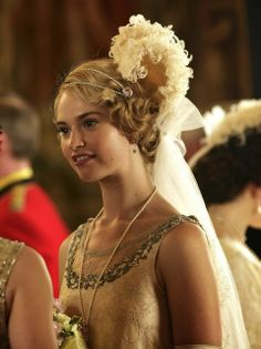 Lily James as Lady Rose MacClare in Downton Abbey Series 4 Christmas Special Presentation at Court Downton Abbey Costumes, Downton Abbey Series, Downton Abbey Fashion, Lily James Downton Abbey, Lady Mary, Hair Piece, Her Hair, Dame, Wedding Hairstyles