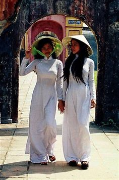 The Ao Dai (áo dài) is a Vietnamese national costume , now mostly worn by women . The parts of the dress are Nút bấm thân áo: hooks (used as fasteners) and holes , ống tay: sleeves , Đường ben: inside seam , Nút móc kết thúc: main hook and hole , Tà sau: back flap , Khuy cổ: collar button , Cổ áo: collar , Đường may: seam , Kích (eo): waist , Tà trước: front flap . The ao dai can be worn with a nón lá (pointed leaf hat), a style associated with Huế. Vania Kartika Chandra FD1A2 Task 1