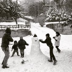 @renaeffendiphoto Syrians building a snowman in a park in Istanbul. #newyear2016 #istanbul #syria #snow by natgeo
