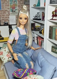 Image may contain: 1 person, sitting and indoor Barbie Doll Set, Barbie Model, Barbie Doll House, Barbie Life, Beautiful Barbie Dolls, Barbie Tumblr, Barbies Pics, Barbies Dolls, Barbie Fashionista Dolls