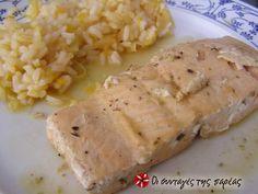 Σολομός με κρασί σε 7 λεπτά #sintagespareas Greek Recipes, Fish Recipes, Seafood Recipes, Fish Plate, Fish And Seafood, Love Food, Mashed Potatoes, Banana Bread, Pork