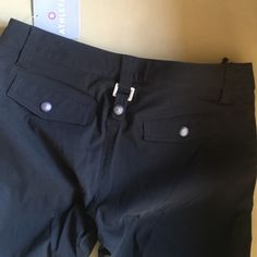 "Athleta black go anywhere cargo pants size 6 NEW!! Brand new athletic pants ; Cargo style ; zip snap and drawstring - multi pocket pants Inseam is 32"" Athleta Pants Track Pants & Joggers"