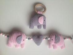 Muziekmobiel olifantjes Het patroon van de olifantjes heb ik hier vandaan: http://haakinformatie.nl/patroon/haakpatroon-olifantje/ Patroon...