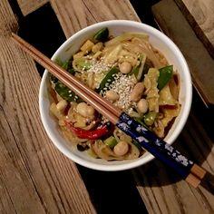 jummiest one-pot Pasta ever One Pot Pasta, Vegans, Ethnic Recipes, Food, Vegan Recipes, Easy Meals, Meals