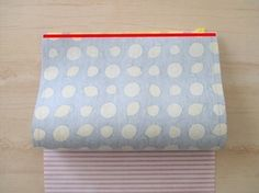 100均の材料で作る!!通帳も入るマチなしポーチの作り方 手順 6 ソーイング 編み物・手芸・ソーイング ハンドメイド、手作り作品の作り方ならアトリエ