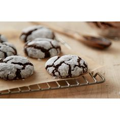 Cocoa Crinkle Cookies This creamy, rich hot cocoa is best paired with a blanket and a book by the fire. | #Cookies Sherman Financial Group