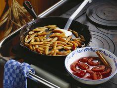 Schupfnudeln mit Pflaumenkompott - smarter - Zeit: 50 Min. | eatsmarter.de