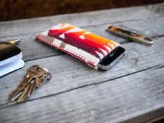 DIY: stitched wool phone case - what a great present for all the tech stuff, making one for my ipod.