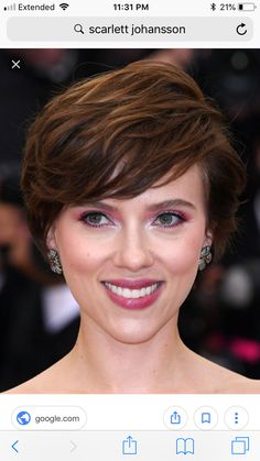 EXCLUSIVE: Simu Liu drops out of 'Shang-Chi' Scarlett Johansson reportedly top pick to take over as Chinese hero. Short Dark Hair, Short Hair Cuts, Scarlett Johansson, Captain America Films, Chris Evans Tumblr, Victoria Secret Workout, Wes Anderson Movies, Elisabeth Moss, Knives
