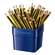 Η πιο γνωστή σειρά μολυβιών της STAEDLER συνεχίζει να εντυπωσιάζει. Μολύβι υψηλής ποιότητας με άριστη ποιότητα ξύλου και γραφίτη. Λόγω του εξαγωνικού στελέχους που διαθέτει προσφέρει ξεκούραστη γραφή που το καθιστά ιδανικό για καθημερινή χρήση.