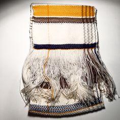 so classic! weaving scarf by pompom