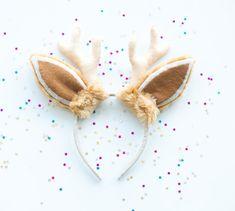 Entzückende Stirnband mit hirschohren, perfekt für ein Kostüm-Party oder mit Spaß zu Hause. Größe passend für Kinder und Erwachsene. Da die Ohren in einem speziellen Beutel verpackt sind, sind sie auch perfekt als Geschenk. Verwendete Materialien für: Kunstfell, Filz, Baumwolle, Kunststoff
