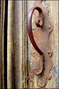 """Rusted handle is a cool """"S"""" when the pic is turned upside down."""