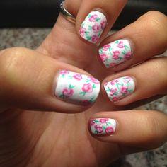 floral nails, so cute