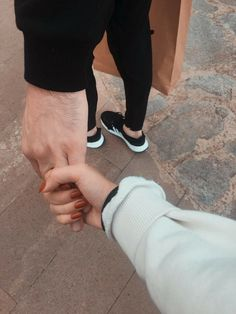 Cute Couple Selfies, Cute Love Couple, Cute Couple Pictures, Muslim Couple Photography, Emotional Photography, Photography Poses, Relationship Goals Pictures, Couple Relationship, Cute Relationships