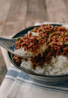 Cantonese Beef Rice Bowls, by thewoksoflife.com @thewoksoflife