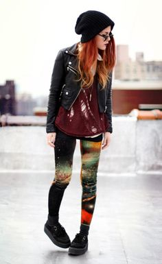 Fashion Click of the Day: Luanna Perez-Garreaud Rocks Space-Age Leggings – STYLE – alternative Teen Vogue, Le Happy, Punk, Mode Style, Style Me, Cute Hipster Outfits, Hipster Style, Glam Rock, Galaxy Leggings