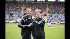 Piers Morgan and Niall at the charity football match -------- Poor Niall. He looks mad. Haha