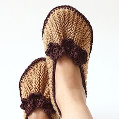 Knitting Pattern (PDF file - not finish item) Home Slippers Purl and Knit ( All Sizes) Knitted Slippers, Slipper Socks, Crochet Hooks, Knit Crochet, Knitted Flowers, Dk Weight Yarn, Pattern Making, Knitting Patterns, Applique