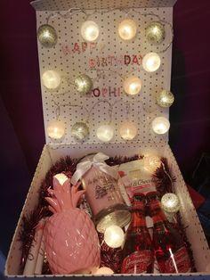 18th Birthday Gifts For Girls, Bff Birthday Gift, Friend Birthday, Birthday Presents, Xmas Gifts, Diy Gifts, Unique Gifts, Cumpleaños Diy, Cadeau Couple