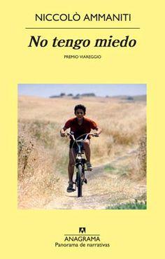 """Niccolò Ammaniti no tiene miedo.  Ya lo ha demostrado en otras novelas; no le tiembla el pulso al retratar el lado más oscuro de la sociedad italiana y de los personajes que la forman, desde los más poderosos, como en """"Que empiece la fiesta"""", a los más humildes —pero no menos siniestros— de """"No tengo miedo"""".  Tampoco se echa atrás a la hora de ponerse en la piel de un niño de nueve años y contarnos un suceso terrible."""