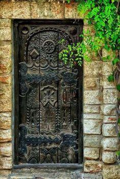 Tür Fenster Hausfassade Design Tore 36 Ideen Mens Watches If you ask a given sample of men as to wha Door Entryway, Entrance Doors, Doorway, Vintage Doors, Antique Doors, Portal, Facade Design, Door Design, Doors Galore