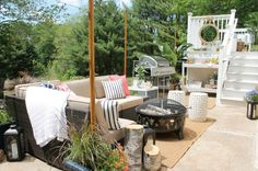 Lowe's Spring Makeover Reveal- Casual & Cozy Outdoor Seating Perfect for Entertaining