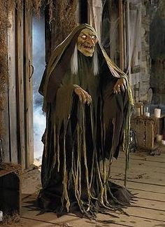 Swamp Hag- Gots to have it!!!!! OMG! One of the coolest props i've ever seen!