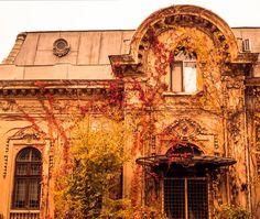 Strada Viitorului, Bucuresti / Foto Emanuel #Ailenei Old Houses, Deco, Architecture, Photos, Arquitetura, Old Homes, Decoration, Old Mansions, Deko