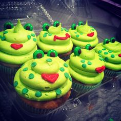 Frog Cupcakes, I will make these for Murphy for her birthday!
