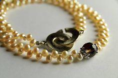 Perlenkette Königin Lilith I Am Awesome, Beaded Bracelets, Etsy, Jewelry, Fashion, Nice Jewelry, String Of Pearls, Nice Asses, Moda