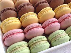 Macaroon Wallpaper, Pavlova, Macaroons, No Bake Cake, Easter Eggs, Food And Drink, Sweets, Bread, Cheesecake