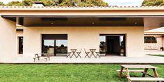 TOLEDO CORRAL DE ALMAGUER. Casa rural Monte Higueras. Piscina con hidromasaje, jardín barbacoa, huerta y zona de ocio con pequeño campo de fútbol. De una sola planta dispone de 3 habitaciones con baño, salón comedor con chimenea, cocina y porche.  Ubicada frente a un bonito viñedo y un pinar a sus espaldas con unas #magníficas_vistas. En los alrededores se pueden realizar  #rutas_en_bici, #paracaidismo o #visitas_guiadas. #Bicicleta_disponible http://fotoalquiler.com/montehigueras