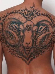 Ziegenbock Rücken Tattoo