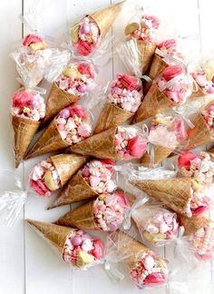Valentines Day is special for Kids. Be it Valentine's Classroom Party or Kids Party at home,Get best Valentine's Day Treats for Kids for school or home here Diy Birthday, Birthday Presents, Birthday Party Themes, Birthday Ideas, Candy Party, Party Treats, Ice Cream Party, Ice Cream Theme, Birthday Decorations