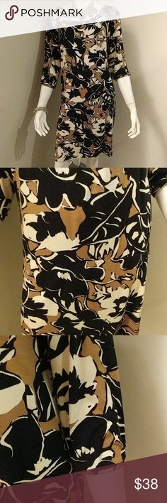BCBGMaxAzria Pattern Dress This beautiful BCBG dress can be worn straight or in blouson style (my girl has very slipper hips😂)! Can be dressed up or down to fit the occasion. Just slip it on and go!Size M BCBGMaxAzria Dresses