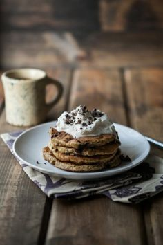 Chocolate Chip, Banana, and Oat Pancakes (+ Giveaway) - Waffeln rezept Yummy Pancake Recipe, Yummy Food, Tasty, Banana Oat Pancakes, Banana Oats, Sweet Breakfast, Breakfast Pancakes, Waffle Recipes, Pancake Recipes