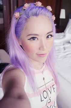 xiaxue looks amazing with purple hair!