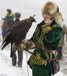 A Fascinating Central Asian Custom: The hunters who use golden eagles to catch their prey