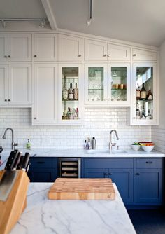 Uplifting Kitchen Remodeling Choosing Your New Kitchen Cabinets Ideas. Delightful Kitchen Remodeling Choosing Your New Kitchen Cabinets Ideas. Top Kitchen Trends, Kitchen Trends, New Kitchen, Home Kitchens, Blue Gray Kitchen Cabinets, Kitchen Cabinet Colors, Buy Kitchen, Kitchen Renovation, Kitchen Design
