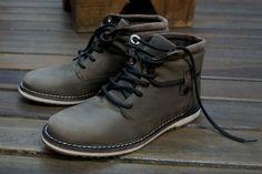 West Coast na Black Boots.