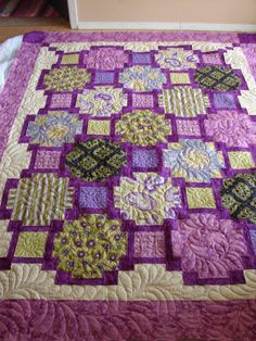 Tisha's Focus Pocus, quilted by Charisma - My Oh My!!! Beautiful!.