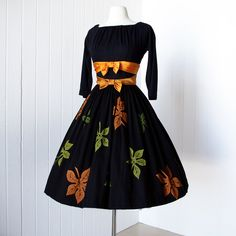 vintage 1950's dress ...I think I love clothes from this era!