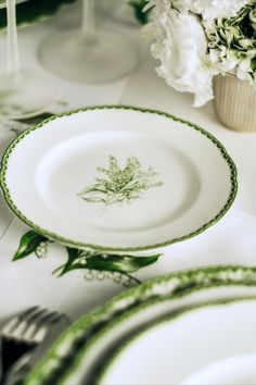 Lily Of The Valley, Dinner Plates, Dinnerware, Glass Ball, Tea Pots, Dior, Tableware, Decorative Glass, Bright Green